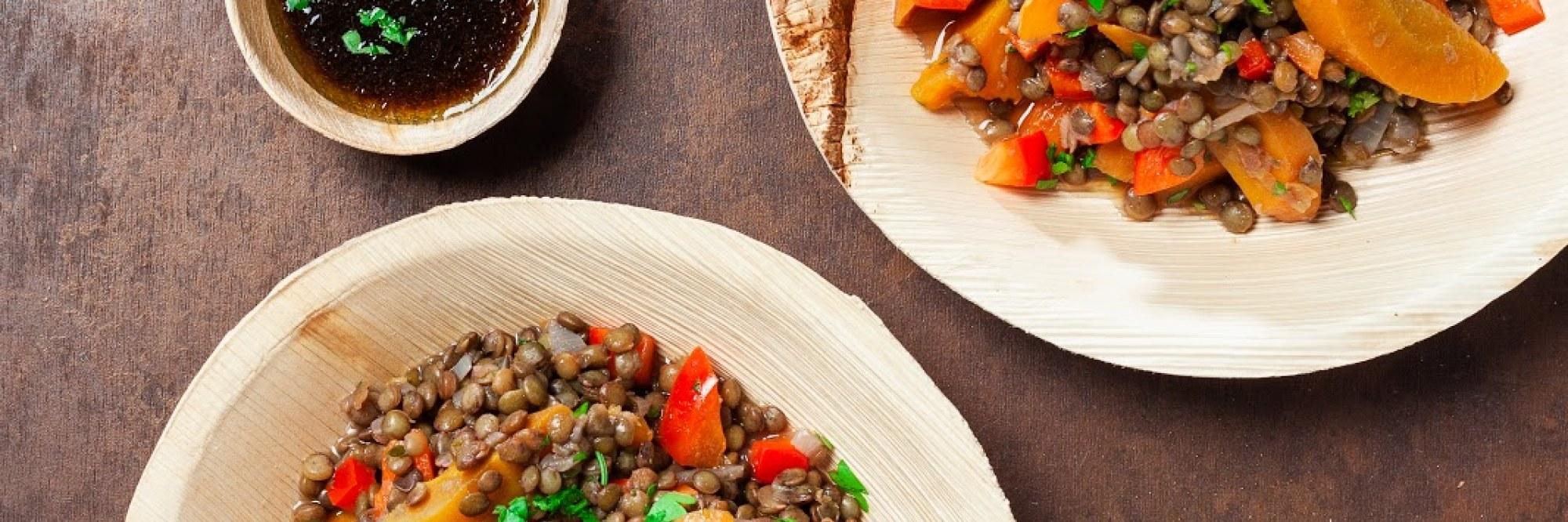 Indisch linzenstoofpotje met zelfgemaakte raïta en naanbrood