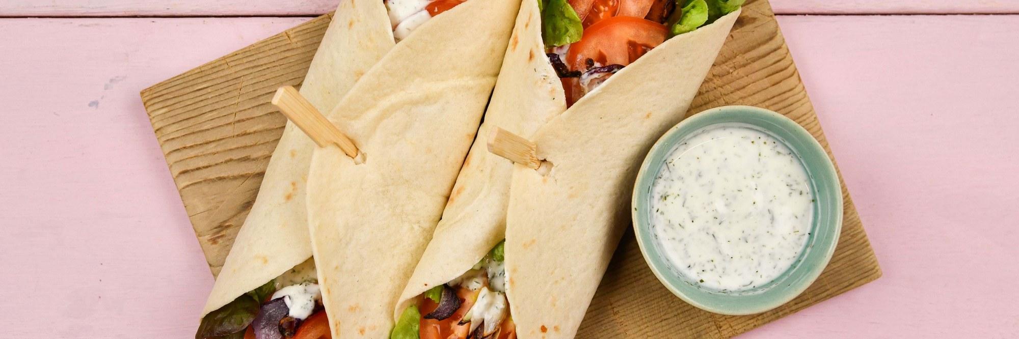 Wraps aux bâtonnets de poisson veggies et tzatziki