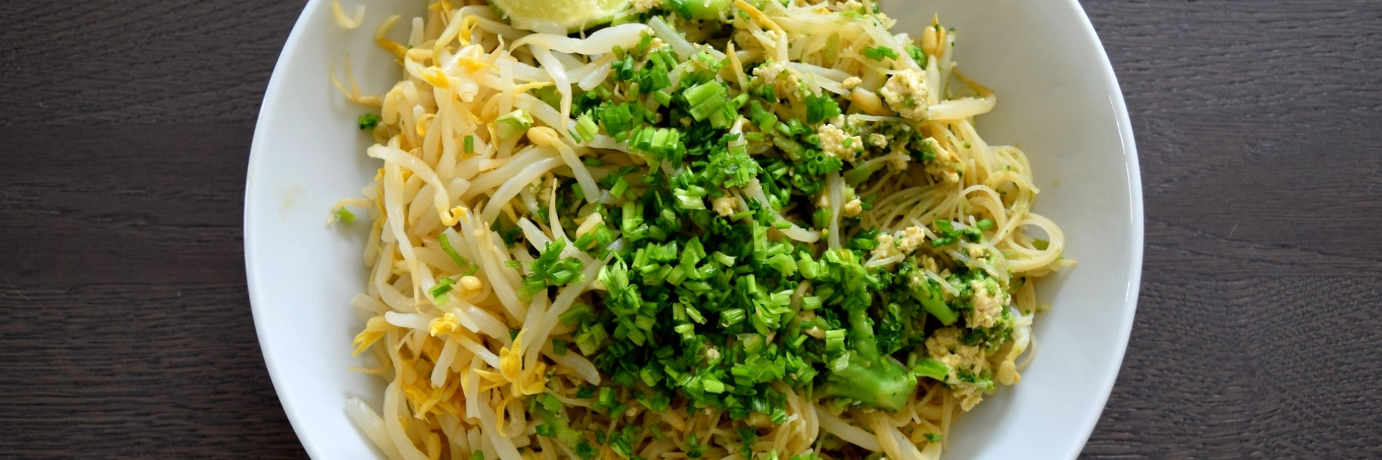 Pad thai brocoli Into The Green