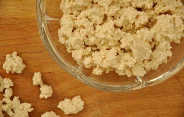Snelle tofu-feta crumble