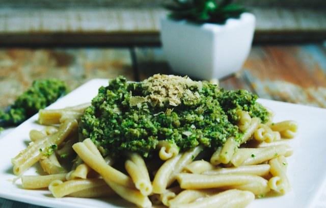 Pâtes complètes au pesto-brocoli