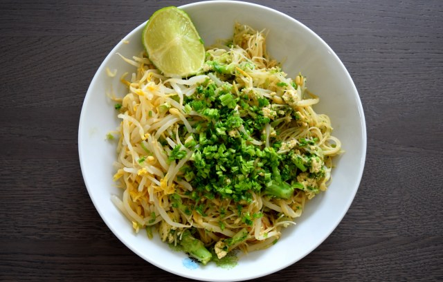 Pad thai brocoli Into The Green