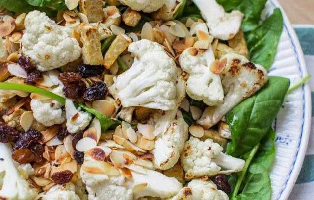 Salade au chou-fleur grillé et au tempeh